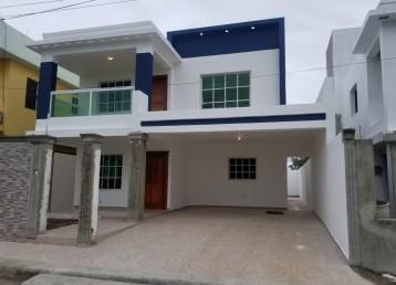 Amplia y hermosa casa entre la Av. Ecológica y la Aut.San Isidro