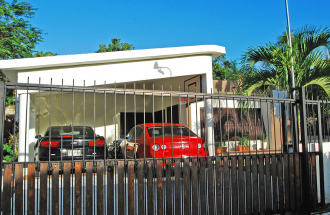 Amplia Y Comoda Casa En Puerta De Hierro, De Arroyo Manzano