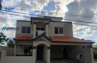 Amplia Casa  De 2 Niveles En  Brisa Oriental